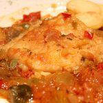 Bacalao sobre lecho de pisto de verduras